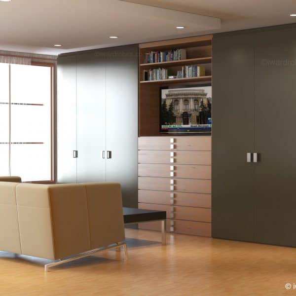 Built in wardrobe with hinged doors