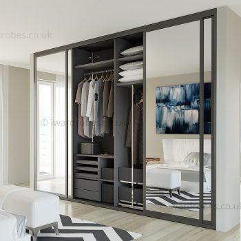 Fitted mirror wardrobe