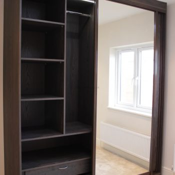 Fitted mirror sliding closet in London